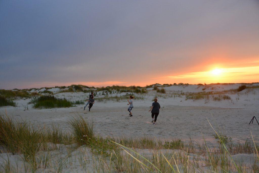 Bewegungsspiele in den Dünen